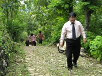 Pdt Rolly Rorong dan tim dalam perjalanan menuju KKR.GBIS jawa tengah