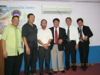 Foto bersama Pdt Rolly Rorong usai KKR di gedung evangelical church para majelis dan gembala sidang