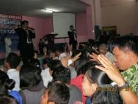 Pdt Rolly Rorong pembicara malam ke 3 di perkemahan Raya Malino sulawesi,dlm pelayanan babtisan Rohkudus dan Tuhan mencurahkan RohNya.
