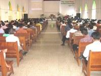 pelayanan pdt rolly rorong pada persekutuan kedamaian Madiun hadir 350 hamba-hamba Tuhan