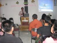 Pdt Rolly Rorong sedang seminar hamba-hamba Tuhan di gereja internasional solo