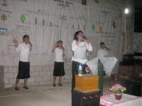 Song leader Pdm Debby wungkana.dalam pelayanan Pdt Rolly Rorong di Tahuna desa tabang.SULUT