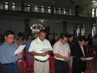 Pdt Rolly Rorong dalam pelayanan natal BAMAG Kiawa Manado di gereja segala bangsa