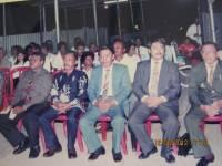 namapak Pdt Rolly Rorong.pdt Max Tampi.Pdt Waworuntu,mewakili Bupati Sorong membuka acara KKR,dan seorang anggota DPR Sorong.di lapangan olaraga