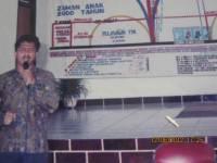 Pdt Rolly Rorong .Seminar akhir zaman di Gereja Kalfari Sorong nampak gembala sidang.1995
