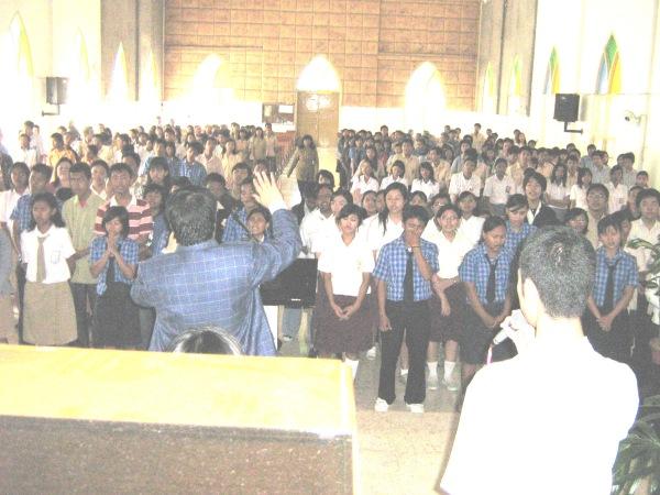 pelayanan anak Tuhan  SMA kelas tiga sekota madiun dalam rangka ujian nasional..